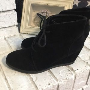 Madden Girl Domain Faux Suede Wedge Booties Size 8